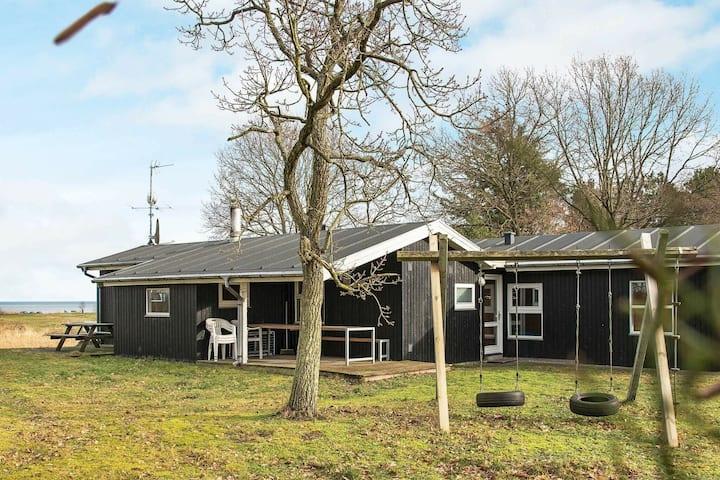 Hermosa casa de vacaciones con sauna en Ørsted
