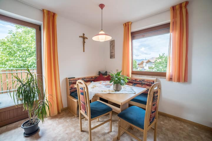 Comfortable holiday apartment Greif in the Meran area - Apartment B with Wi-Fi, balcony and terrace and view over the landscape; parking available