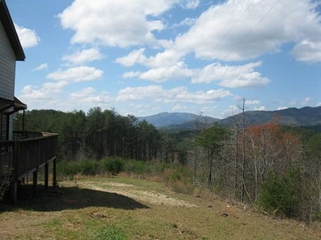 Redefine Seclusion!  53 Acres of Privacy Minutes to the Ocoee River, Hot tub, campfire pit, mountain view, pet friendly,
