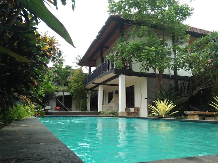 Kamar dengan pemandangan kolam renang