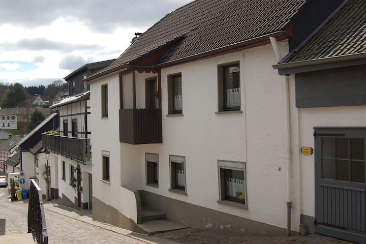 Ruim vakantiehuis in Reifferscheid met privéterras