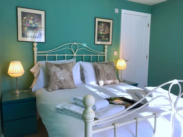 Garden Double Room - Thatched Cottage Hotel