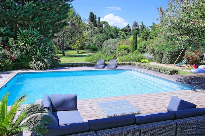GOLF VILLA WITH LARGE GARDEN, POOL AND TENNIS