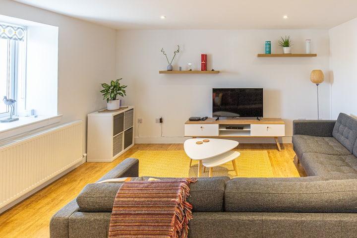 Yardarm Cottage - modern coastal retreat