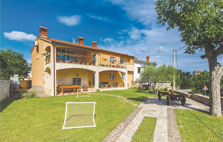 Holiday apartment with 2 bedrooms on 70 m² in Orbanici