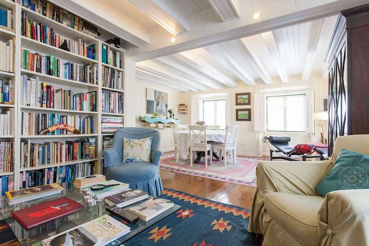 The House of Books, Double Room flooded with light - Lisboa - Apartemen