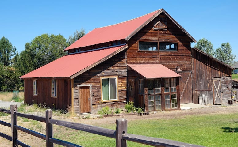 "Historic ""Barndominum"" above the Deschutes River"