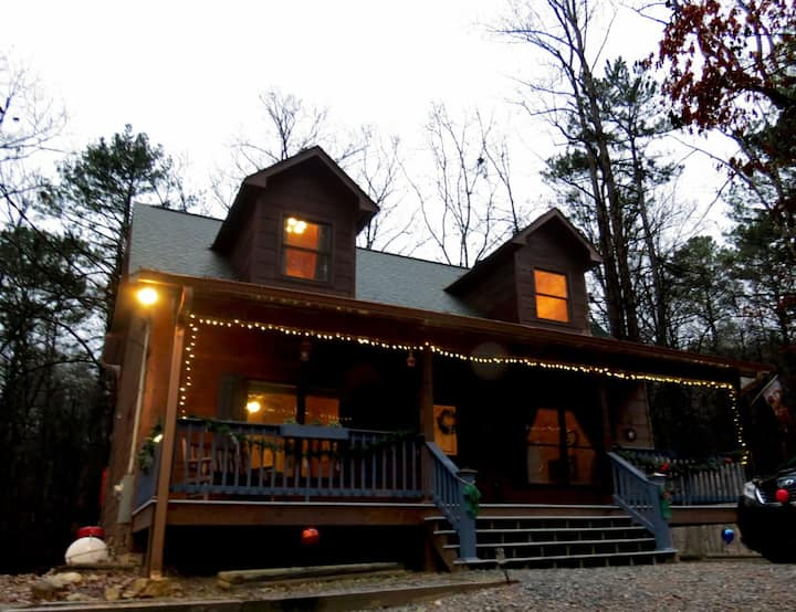 Deer View Lodge - 2 Bedroom, 2 Full Bath with Hot Tub, Fire Pit, Internet & Wifi
