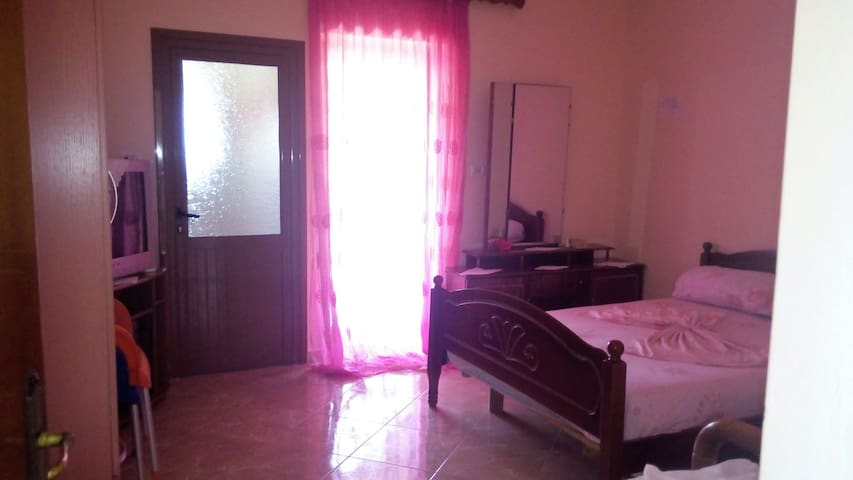 Room for 3 persons - Ksamil - House