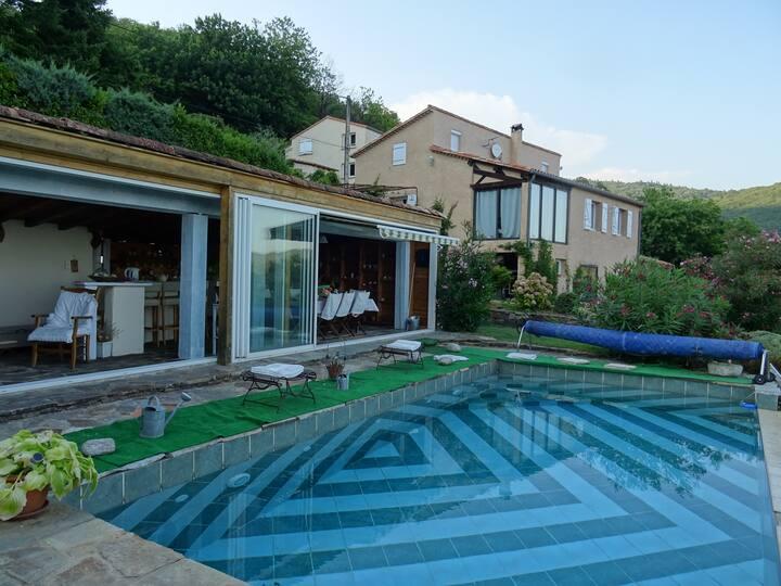 Maison  avec piscine et spacieux pool house