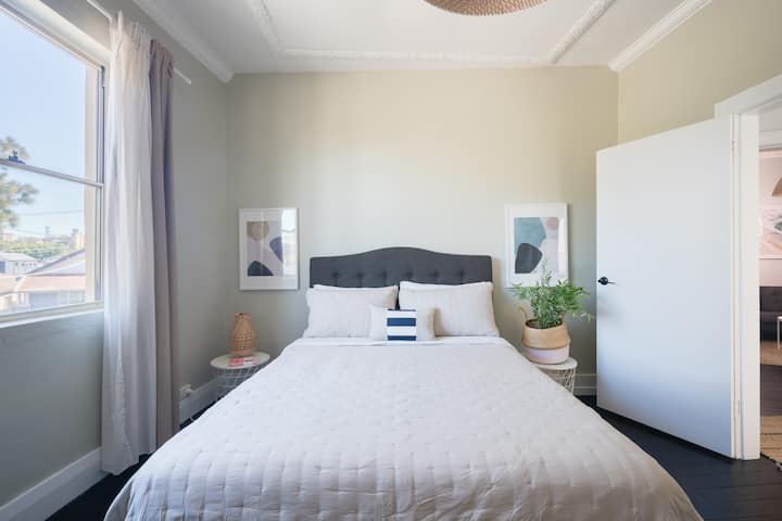 2 BR Apartment in Bondi Beach