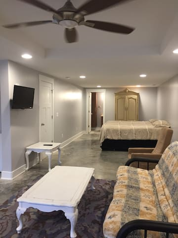 Clean and Private Apartment in West Asheville - Asheville - Leilighet