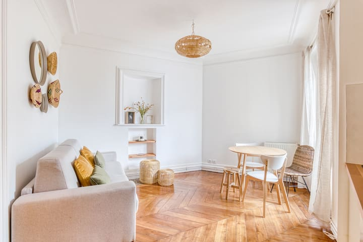 Nice bright living room
