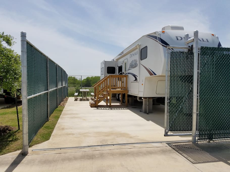 Travel Trailer W Fenced Yard Campers Rvs For Rent In
