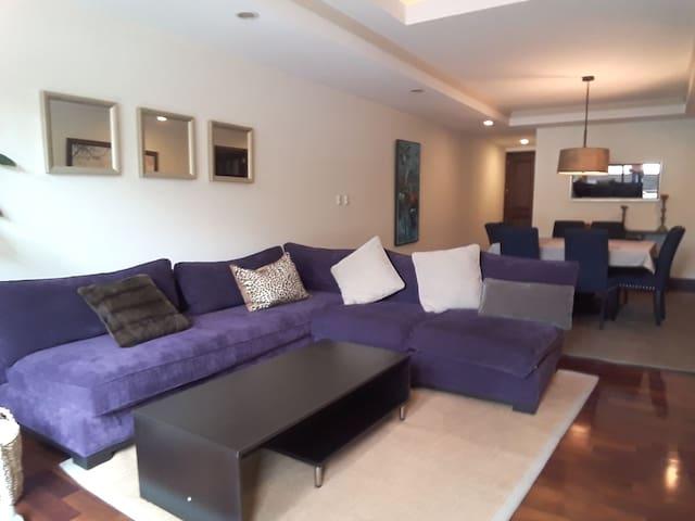 Apartamento Premium ubicado en la zona viva .