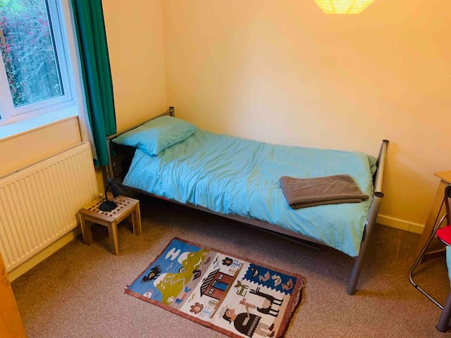 Cosy room - up to 2  guests - tv, tea & coffee