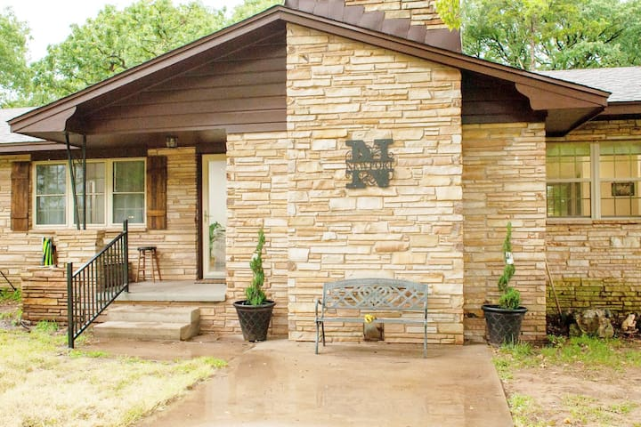 Experience Country Living in beautiful Ranch Home