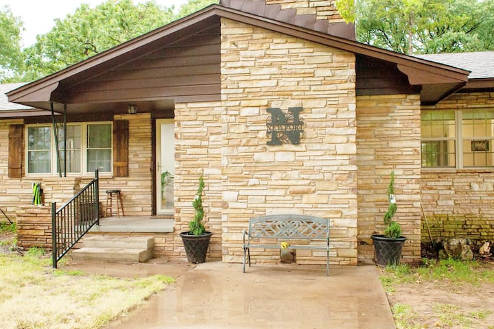 Sparkling Clean  Ranch House Retreat 13m from OSU