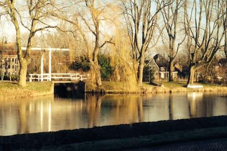 Dikehouse in Edam (near Amsterdam) - Edam