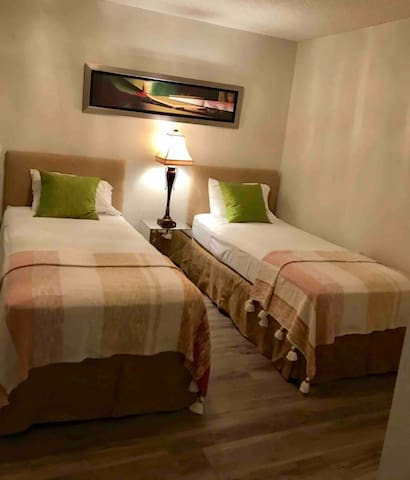 Middle bedroom with two extra long Twin Beds-