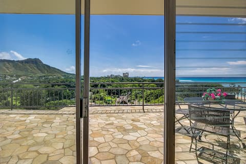 STUNNING PENTHOUSE -  100FT TO BEACH - LEGAL!!