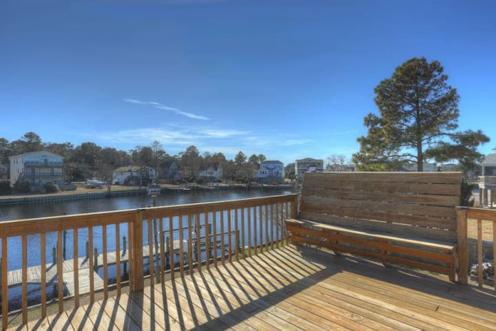 5526 Ways to Play * Waterfront * Pet Friendly * Dock * Kayaks * Stand Up Paddleboard