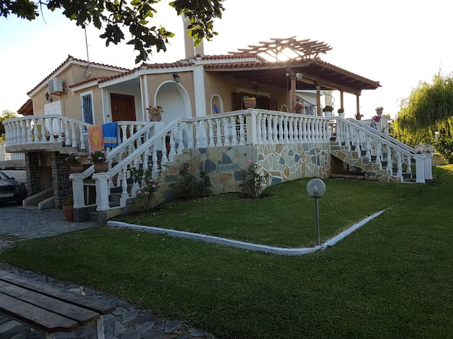 Hellenic Sea side resort - Paralia Kalamakiou - House