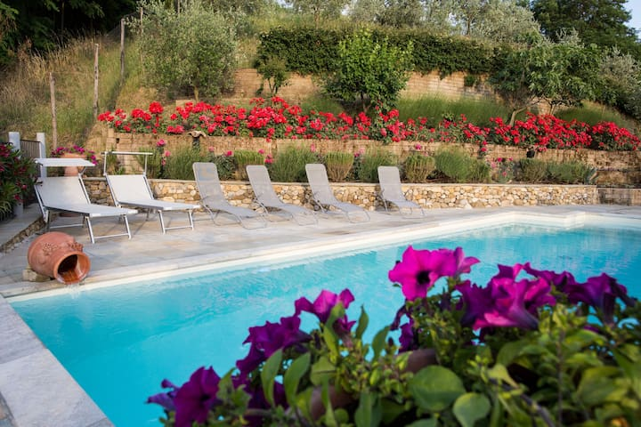 Villa Lolù with private heated swimming-pool