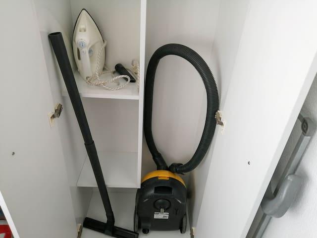 Iron and vacuum Cleaner