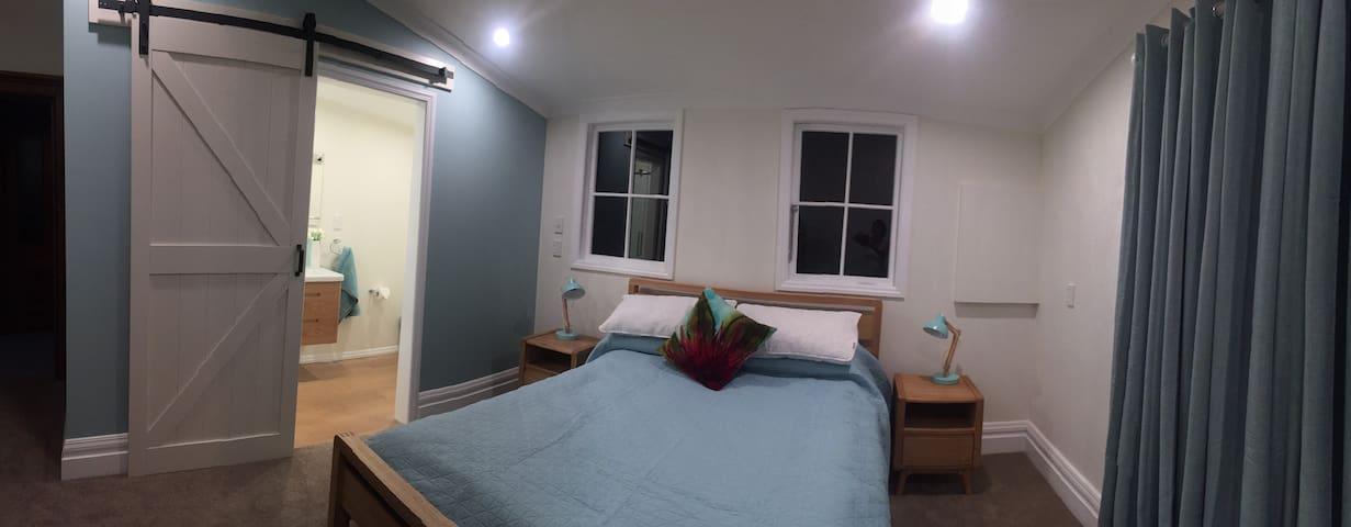 Newly refurbished Hauora Studio with en-suite shower room.