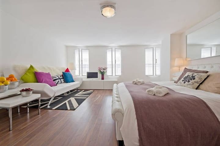 FRI-3 - Fantastic SOHO Studio Apartment