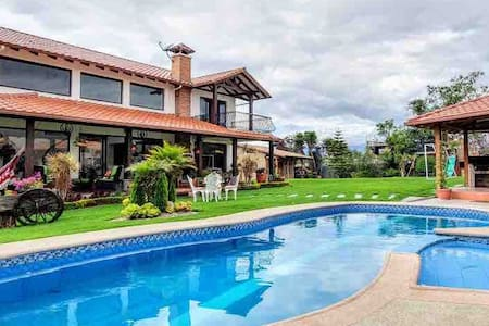 Country-Luxury Villa with pool / Alto Viento