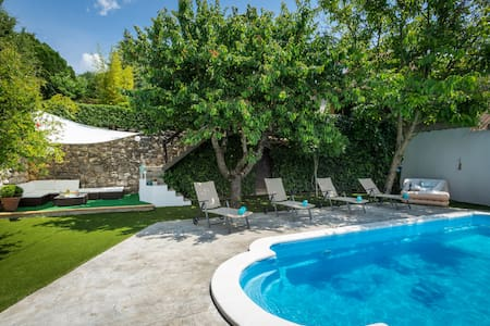 Villa Rustica, heated pool