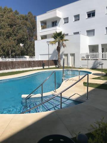 Nuevo a estrenar con piscina y garaje