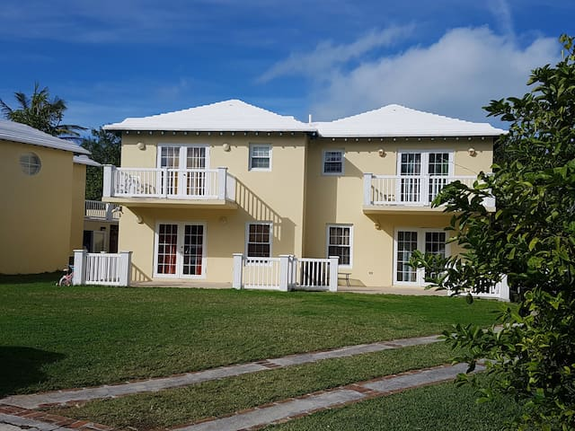 Townhouse Close To Beaches/Golf Perfect for Groups