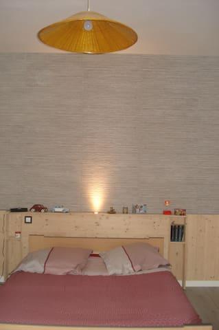 Chambre avec salle de bains privée - Lagnieu