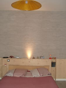 Chambre avec salle de bains privée - Lagnieu - Dom