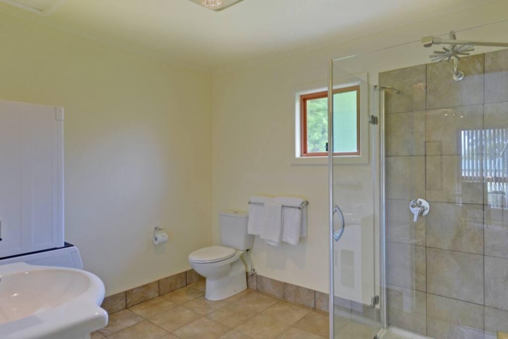 Garden Studio 3-4 Bathroom