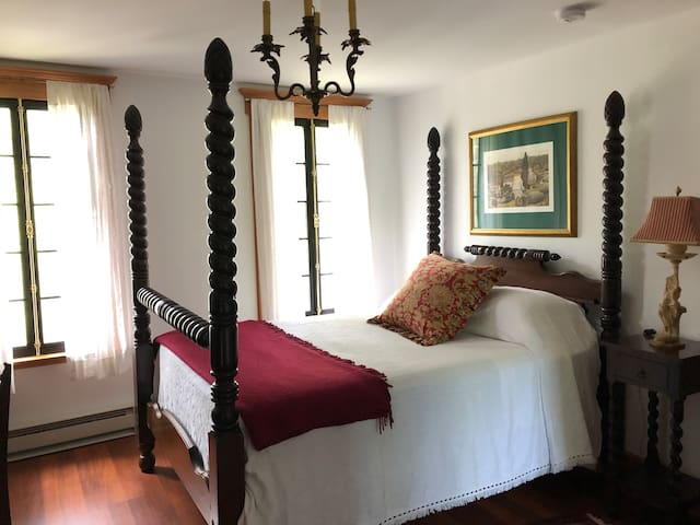Horned Dorset Art Colony B&B Room 9, Leonardsville