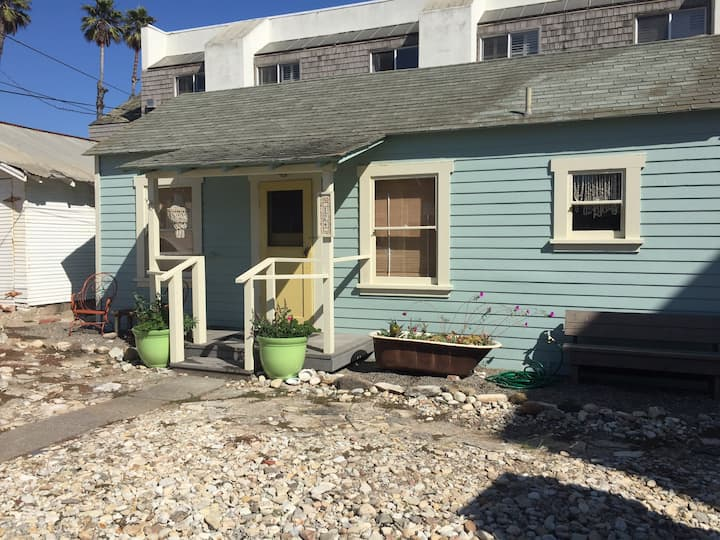 Quaint Pismo Beach Bungalow, steps to the beach!