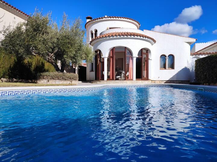 Casa con gran piscina en Les Tres Calas