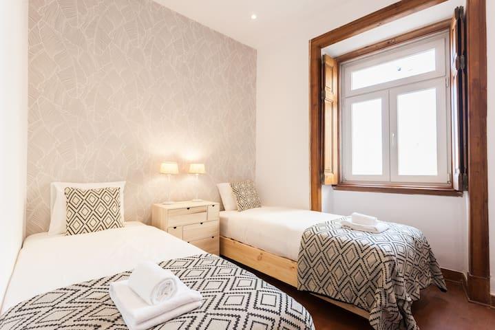 Bedroom 2: Single bed x2, 90x200 cm