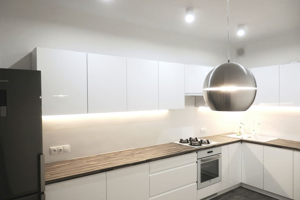 Bright and big kitchen with dinning area - fully equipped