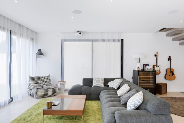Maison moderne à Aix en provence avec Piscine
