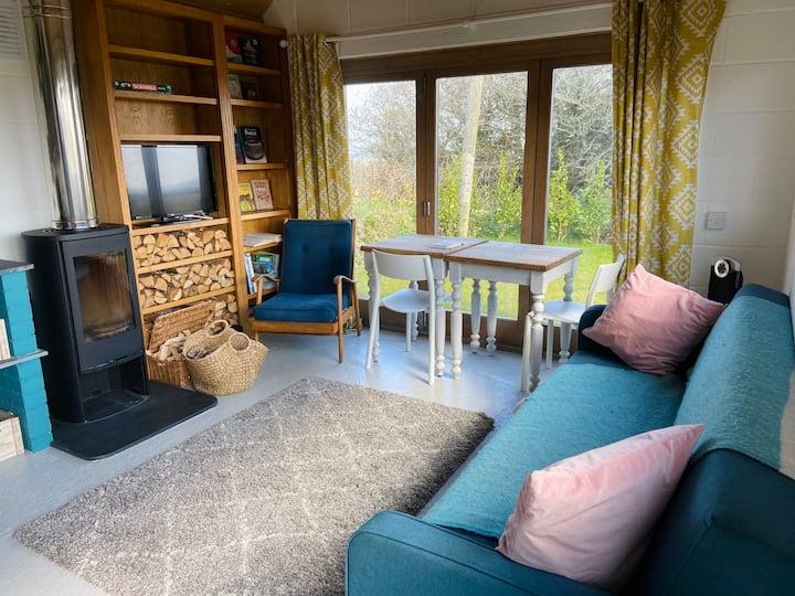 Cozy cabin in the countryside. Walks from door.