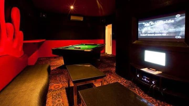 Posh Bungalow with KTV, Pool Table & Private Pools