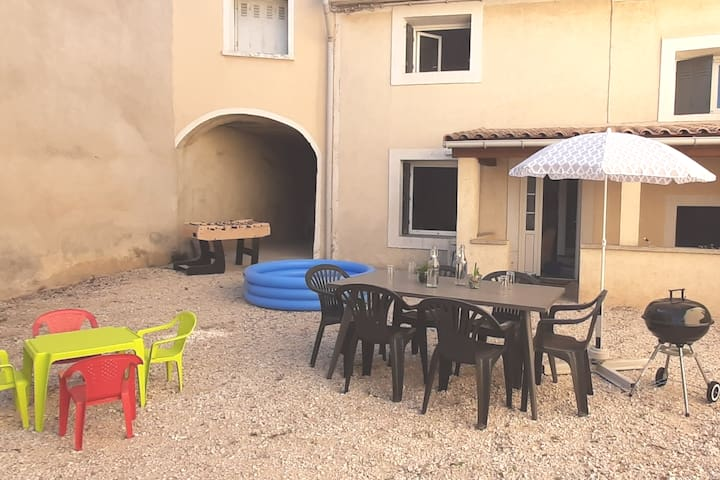 Maison de village avec cour privative
