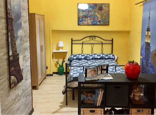 Ischia one-bedroom apartment (harbor)