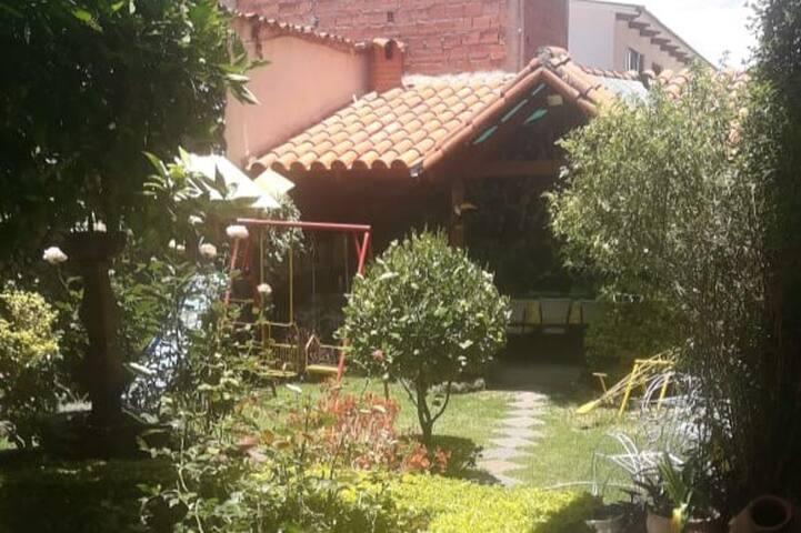 Linda y segura casa en pleno corazón de Sucre