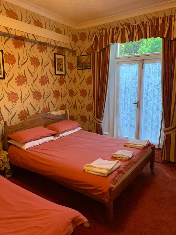 Kinnaird Guest House Large En-Suite Room 1
